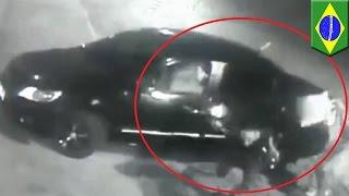 Policjant po służbie zapobiega napadowi z bronią w ręku