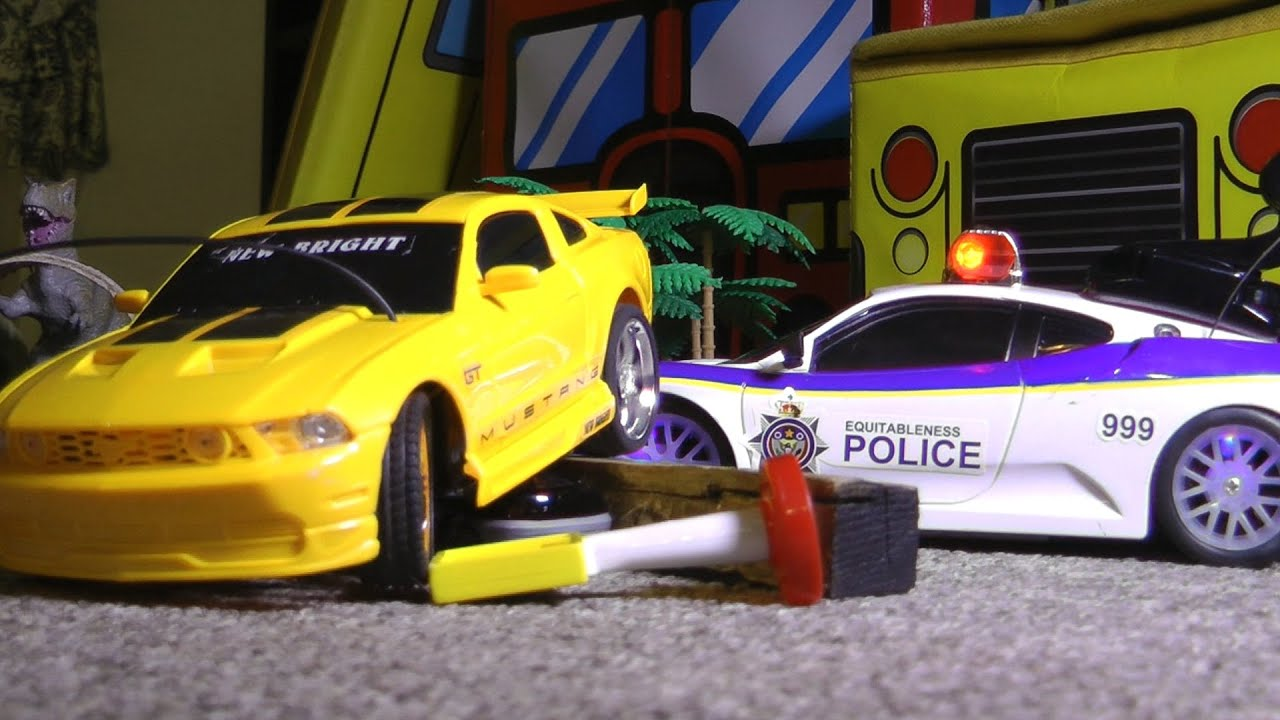 rc police chase vs ford mustang toy cars crash action. Black Bedroom Furniture Sets. Home Design Ideas