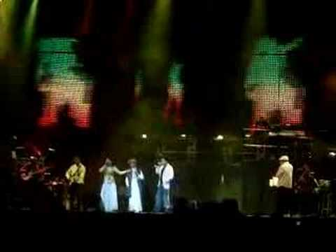 Neeti MohanSukhwinder - Rahman Concert Dallas - Mahiya