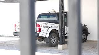 Policiais civis flagrados empurrando viatura em Limoeiro do Norte