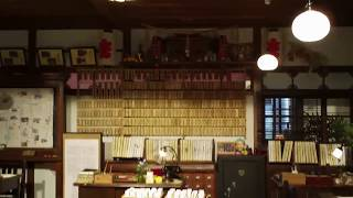 NHK大阪放送局アトリウムに展示された朝の連続ドラマ「わろてんか」...