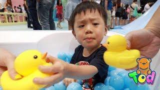 跟黃色小鴨洗澡?瘋狂超大泡泡樂園好好玩!Rubber Duckie Toy Bubble | 小陶德沛莉 玩具開箱