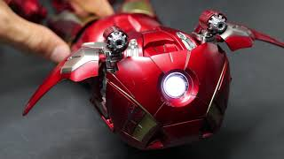 "Hot Toys ""Iron Man Mark 7 Suit Pod Mode """