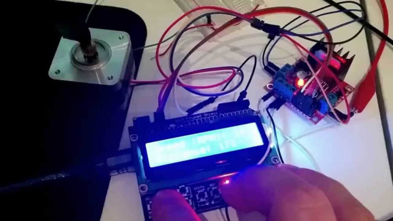 Arduino Uno controlling a Nema 17 stepper