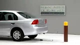 Vehicule  Crash Test 2001 Honda Civic  5 M.P.H) Rear into Pole IIHS-Extreme