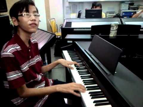 Anh Khoa 13 Tuổi tự học piano.3gp