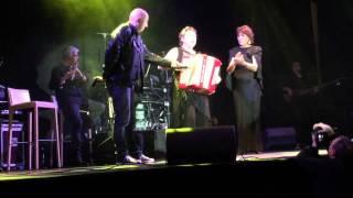 Linda de SUZA en duo avec la reine du folklore Auvergnat