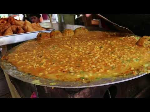 Hyderabadi Special Tasty Samosa Chaat    Near Charminar