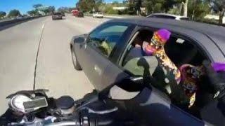 Ржач до слёз Мотоциклист с чувством юмора Прикол Угар