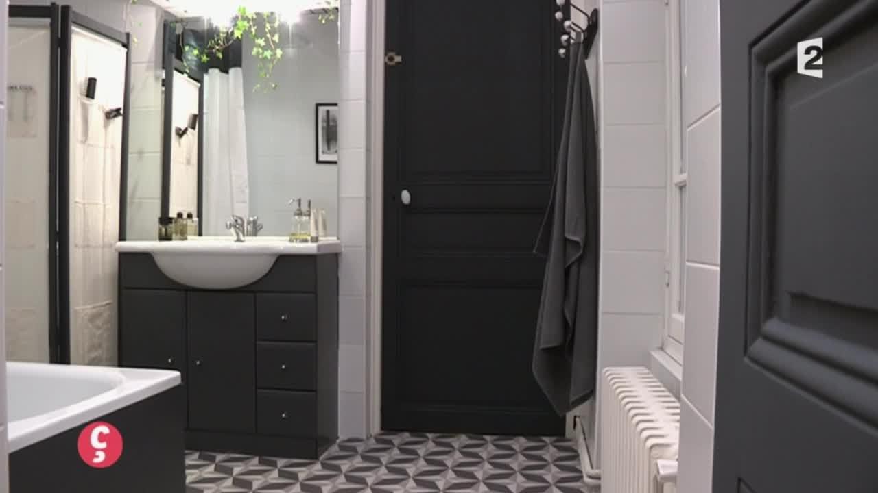 deco une salle de bain en noir et blanc ccvb