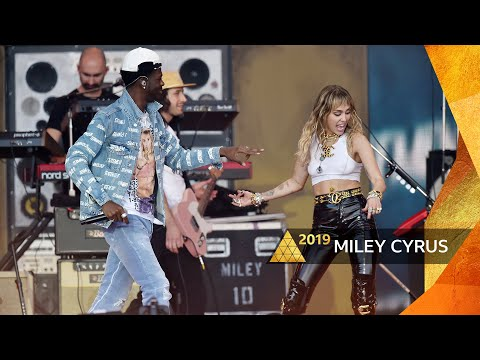 Miley Cyrus - Party In The USA/Old Town Road/Panini (Glastonbury 2019)
