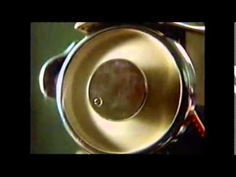 1998 Nike Commercial - John Randle chases chicken Brett Favre