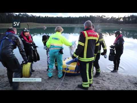 Jongens vast op vlot Zandenplas Nunspeet voor YouTube video - ©StefanVerkerk.nl