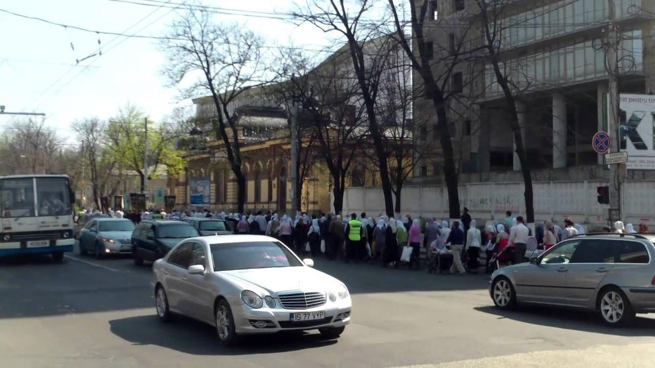 Unii pe jos, alții cu mașina defilau prin capitală cu rugăciuni