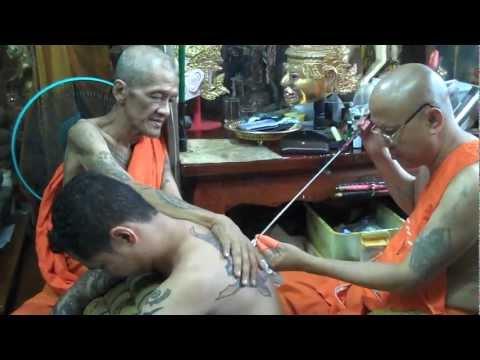 Thai Monk Tattoo - Receiving the Yant - Sakyant