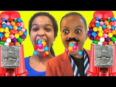 Giant Dubble Bubble Gumball Machine - Bubble Gum Challenge - SUPER GROSS! Pretend Play - Onyx Kids