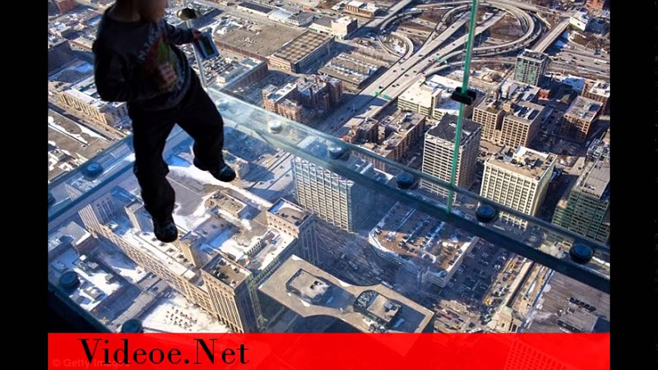 Terror At 1 353ft The Truly Horrifying Moment Willis Tower 103rd Floor Glass Viewing Platform Crack