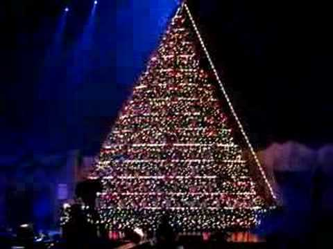 The Singing Christmas Tree - YouTube