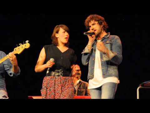Despacito y con buena letra - El viaje de Elliot con Maria Villalon (1 abril) (HD)
