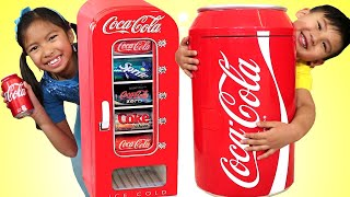 거대한코카콜라자판기&어린이냉장고장난감역할놀이를하는웬디&리암