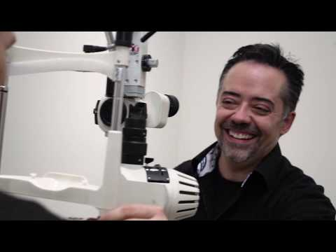 Optometrist Improves his Vision with ICLs