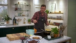 Kökets middag: Toms raggmunk med stekt fläsk, lingon och persiljesallad - Köket