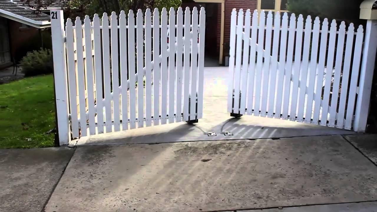 Swing Gate Opener In Operation Youtube