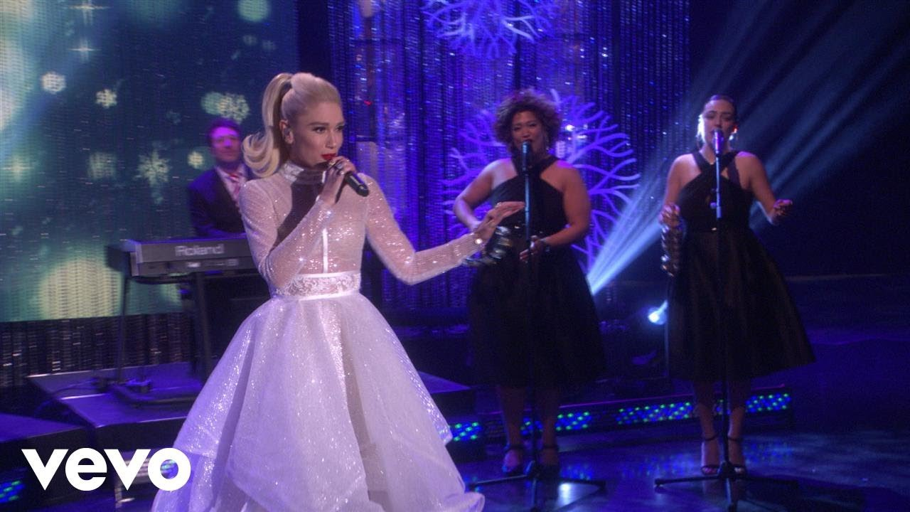 gwen-stefani-jingle-bells-live-on-the-ellen-degeneres-show-2017-gwenstefanivevo