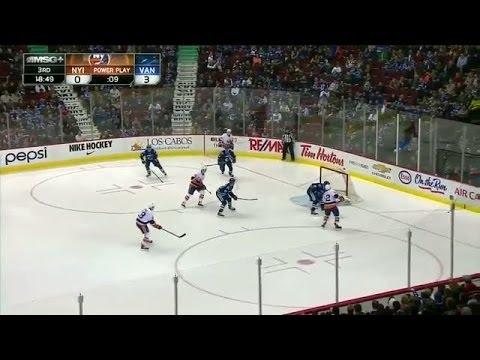 Islanders score seven goals in 3rd period