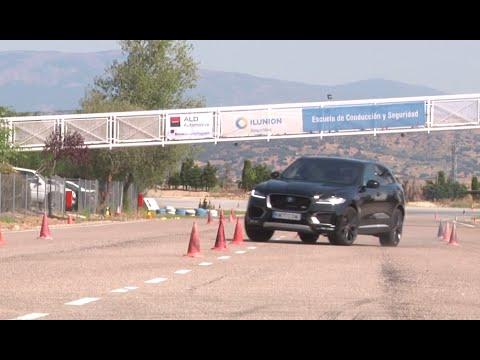 Jaguar F PACE 2016. Maniobra de esquiva moose test y eslalon km77.com