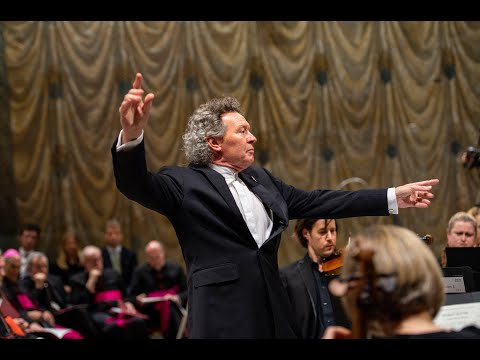 Vatican premiere of Sir James MacMillan's Stabat Mater, with Harry Christophers & The Sixteen
