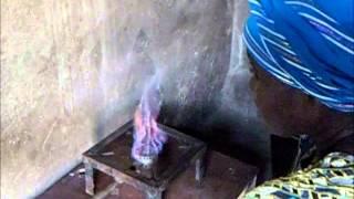 La production du biogaz domestique chez Mme ALHADJI HABIBA à Yagoua