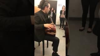 Oguz Aksaç - Sahne öncesi Kulis'de Gule Gule