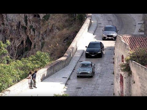 James Bond İtalya sokaklarında son sürat