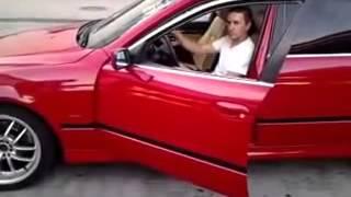 Необычный способ осмотра автомобиля без подъемника