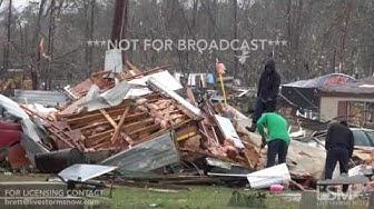 01-23-17 Ashburn, GA Dramatic Video as Homeowners Work to Assess Damage and Salvage Belongings