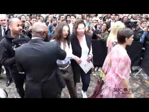 Emily Ratajkovski llega a París y se arma el lío thumbnail