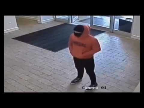 NEW YORK-Prende un 68enne per il collo per rapinarlo, caccia all'uomo nel Bronx