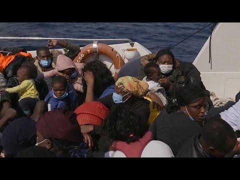 شاهد: شرطة الحدود اليونانية تعيد مهاجرين في البحر إلى تركيا في مركب متهالك  - نشر قبل 5 دقيقة