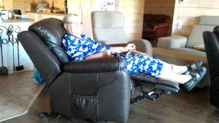 видео кожаное кресло