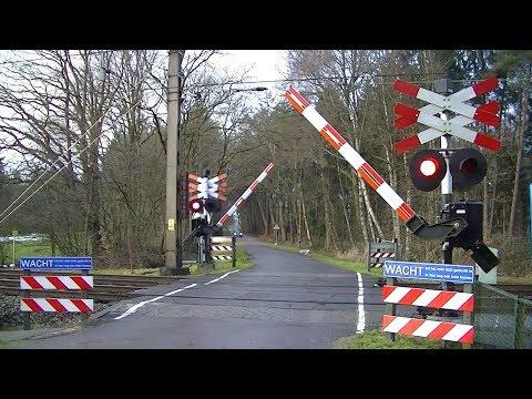 Spoorwegovergang Wierden // Dutch railroad crossing
