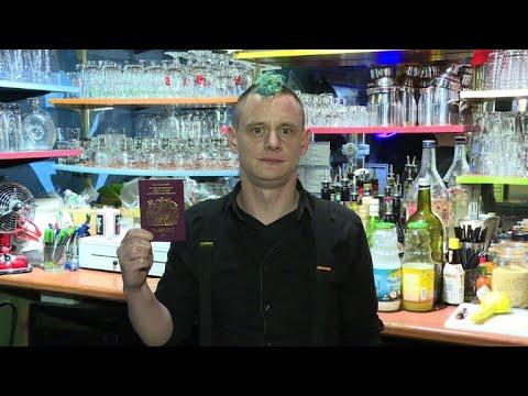 'Voix du Brexit' - le barman britannique vivant à Paris