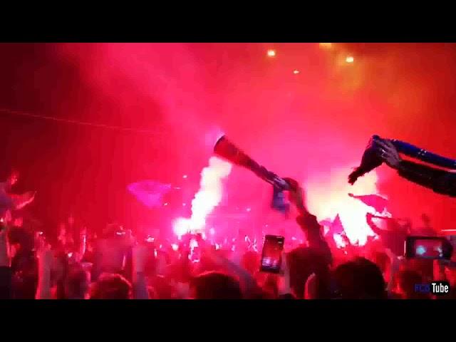 2017-2018 - Standard-Club Brugge - Kampioenenfeestje Aan Het Stadion - Daar Is De Spelersbus