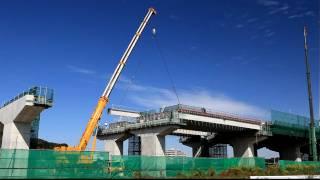 圏央道建設中の現場で稼働中のドイツ製大型トラッククレーンTEREX DEMAG...