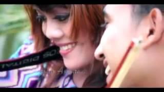 Download lagu EFRY EJAYANI BR TARIGAN JATUH CINTA ORIGINAL MP3