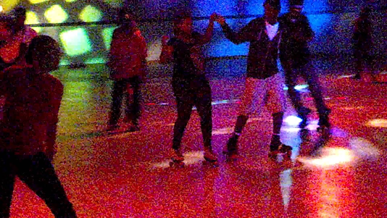 Roller skating rink peoria il - Cuttaz Flip Out On Sundays Adult Skate Night At Peoria Palace