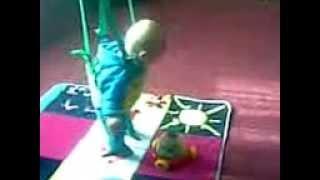наша малышка в прыгунках(5 месяцев)