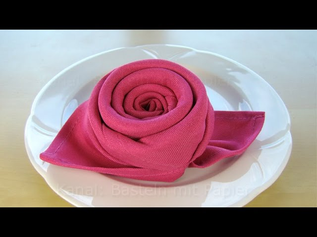 Servietten falten rose bl te blume einfache diy for Serviettenfalttechnik hochzeit