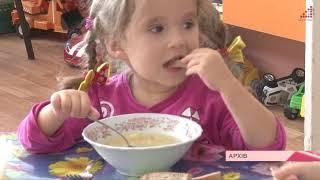Чому на столах у дистадках часто немає салатів, фруктів, соків і молока в чай?