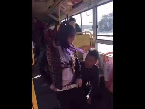 Mesum di bus.